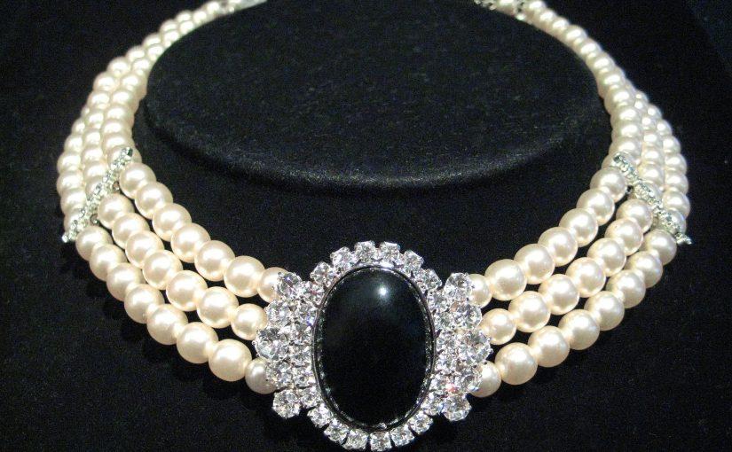 Finding The Trendiest Drag Queen Necklaces