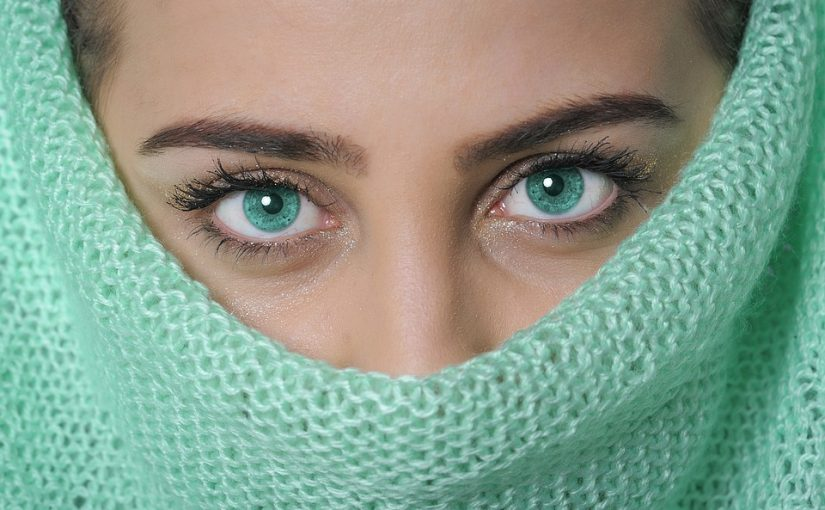 Wearing Eye Contacts Colored Lenses Safely: A Beginner's Guide